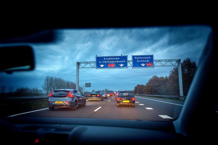 Dagelijks is het stilstaan op de A326, om de A50 op te kunnen draaien.