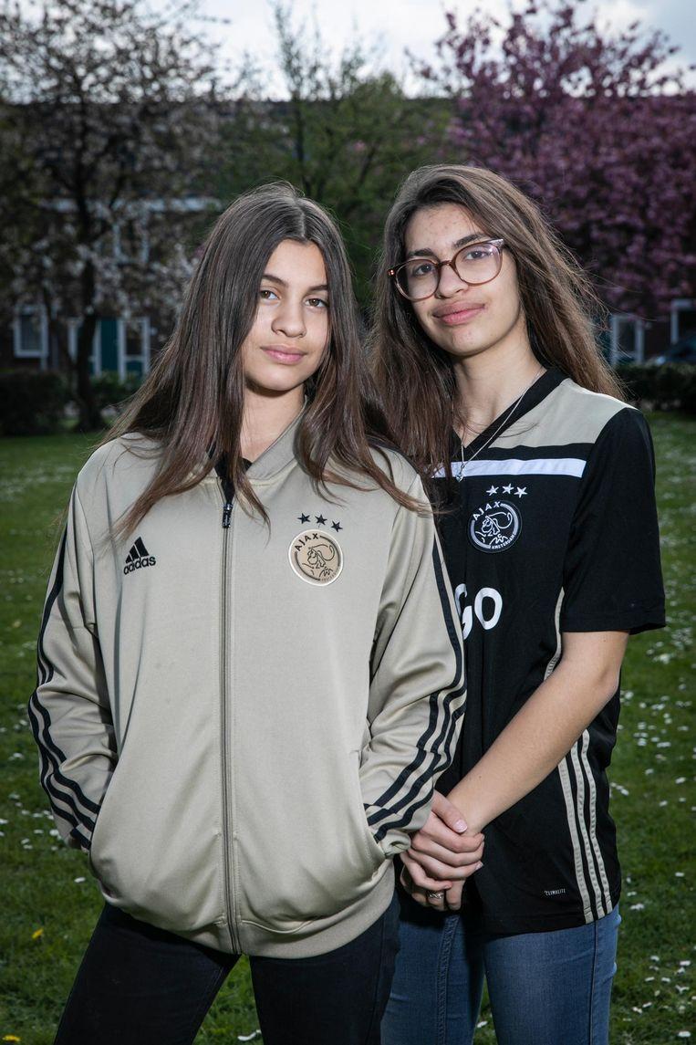 Yinte (13) en Salisa Demsiri (16) Beeld Dingena Mol