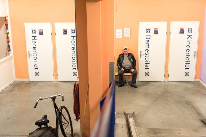 De huidige openbare toiletten, zoals in de fietsenstalling bij de Kamperbinnenpoort, zijn niet dag en nacht geopend.