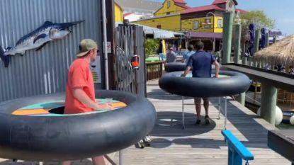 Restaurant gebruikt opgeblazen banden om anderhalve meter afstand te bewaren