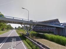 Dutje in auto leidt tot roofoverval en metershoge val van brug in Lelystad