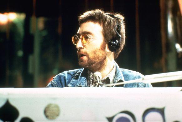 Zo'n twaalf jaar na de diefstal van dagboeken van John Lennon, is in Duitsland een man aangeklaagd voor heling.