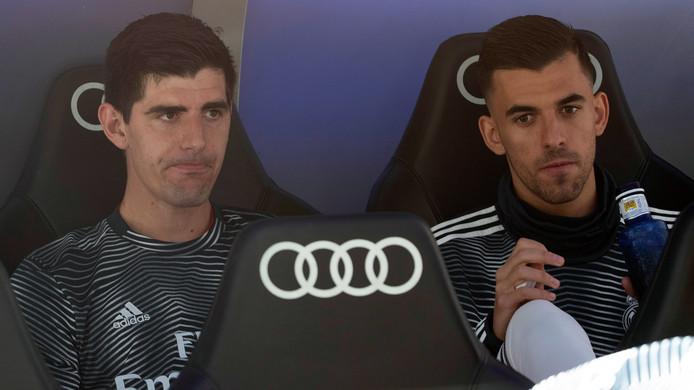 Thibaut Courtois op de bank bij Real Madrid.