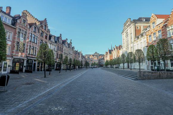 Een verlaten Oude Markt in Leuven