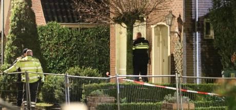 Gewapende mannen overvallen woning in Klarenbeek, politie zoekt met helikopter