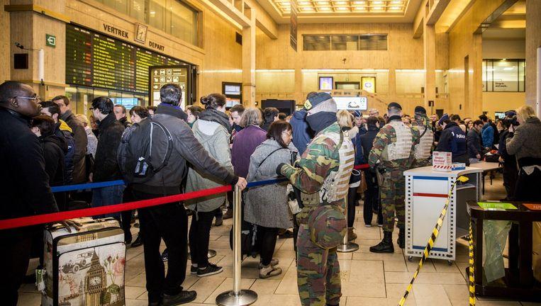 Extra beveiliging op het treinstation in Brussel. Beeld belga