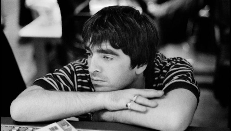 Noel Gallagher in de Abbey Road-studio, Londen, 1995 Beeld Jill Furmanovsky