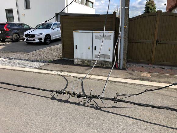 BAASRODE - De elektriciteitskabels hingen bijna op de grond.