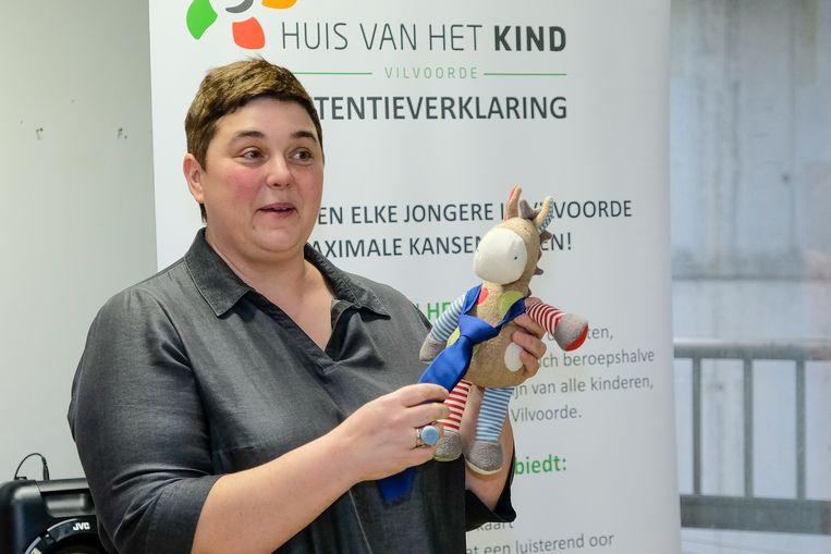 Annick Tordeur met mascotte Pierre.
