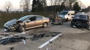 Autobestuurder veroorzaakt ravage na stuurfout