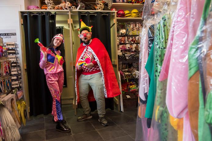 De thema's 'proud to be fout' en 'Brabant' zijn nog altijd immens populair onder carnavalsgangers.