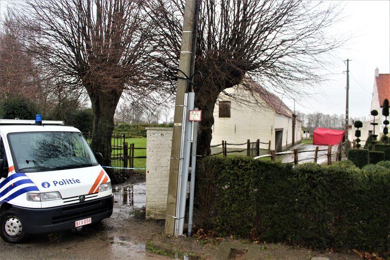 De vader vond zijn zoon van 34 levenloos op de oprit van hun boomkwekerij in Oostkamp.