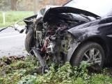 Automobiliste verliest macht over het stuur en botst tegen boom in Oud Gastel