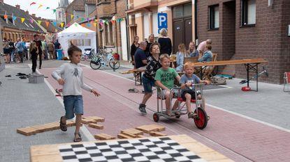 Buren Strijpstraat houden feestelijke opening fietsstraat