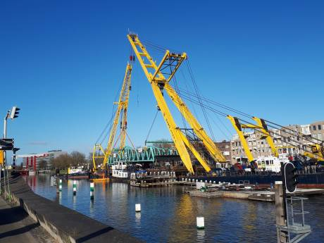 Stationsbrug Middelburg wordt teruggeplaatst, werkzaamheden live te volgen