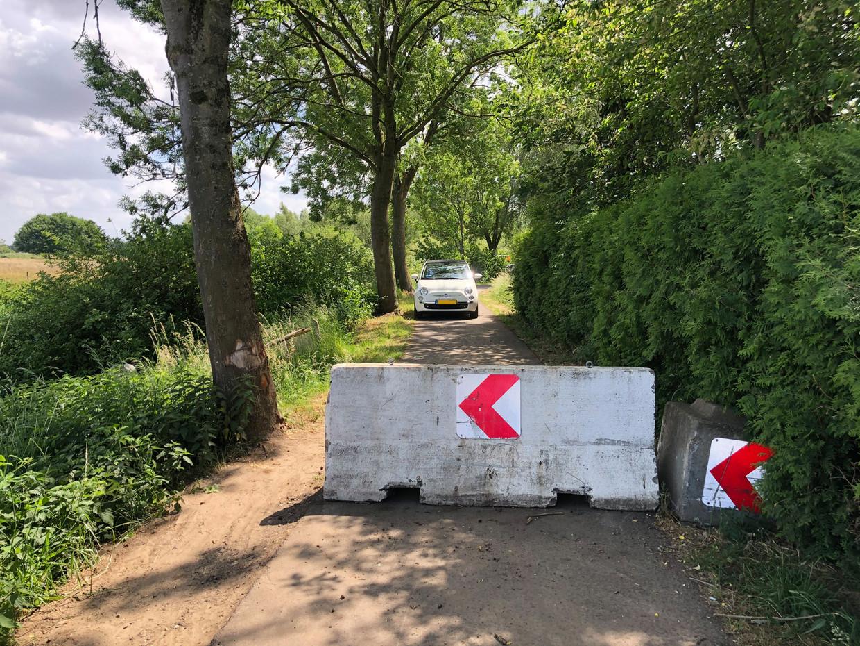 Het nieuwe normaal: betonblokken op de grens met België. Beeld Remco Andersen