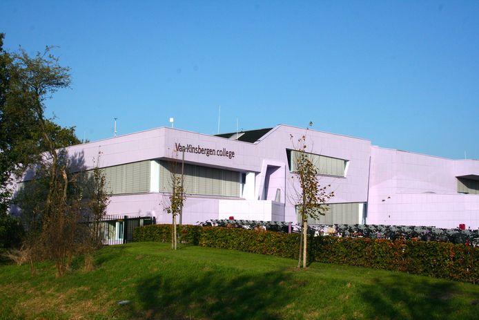 Op het Van Kinsbergen College in Elburg werden vier docenten en vijf leerlingen besmet met het coronavirus.