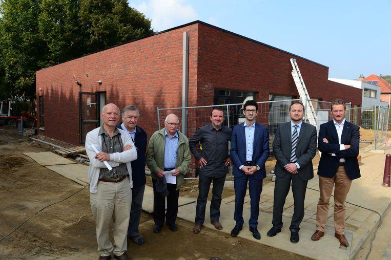 De nieuwbouw in de Liemingenstraat in Kessel-Lo met onder meer Hervé Wellens (links) en Mohamed Ridouani (derde van rechts).