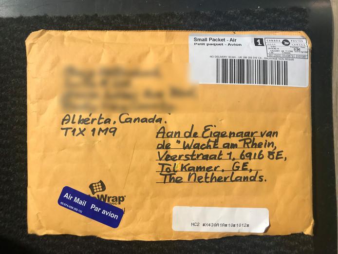 De eigenaren van café 'Wacht am Rhein' kregen onverwachts post uit Canada. In de gele envelop zaten herinneringen aan het café en de voorgangers van de huidige exploitanten.