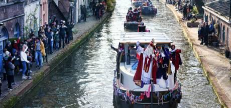 Zie ginds komt de stoomboot: Sinterklaas en zijn Pieten komen aan in Utrecht