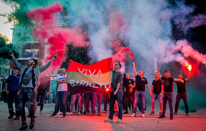 Barreto onthaald door NEC-fans in Nijmegen.