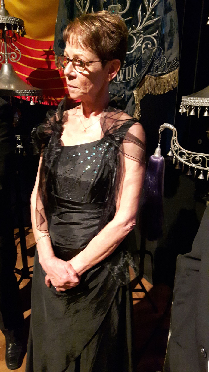 Wilma van Poppel, een van de eerste vrouwelijke muzikanten bij de harmonie, is vijftig jaar Asteriaan.