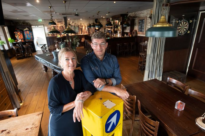 Jan en Inge Poorterman in hun Café 'n Tip in Daarle.