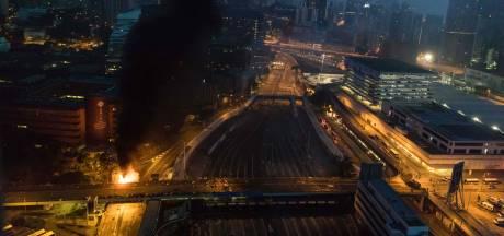 Situatie escaleert in Hongkong: politie belegert universiteit en zet traangas in