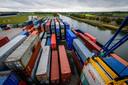 De combiterminal in Almelo. Hier komen elk jaar duizenden containers via de haven van Rotterdam aan.