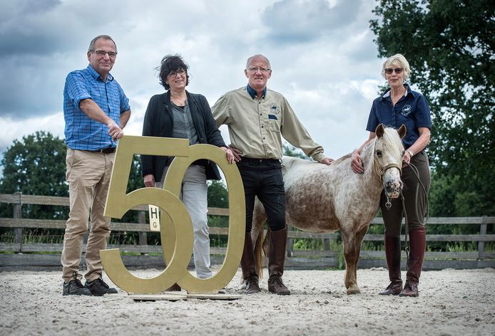 De familie Ullings vorig jaar bij het 50-jarig bestaan van manegde De Roosberg: vlnr Wim, Anja, Ton en Stien Ullings.