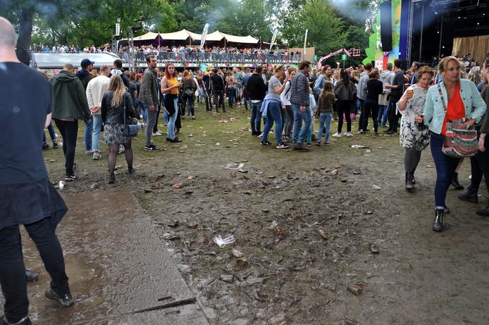 De organisatie kon niet voorkomen dat het een modderpoel werd. ,,Trek niet je nieuwste schoenen aan.''