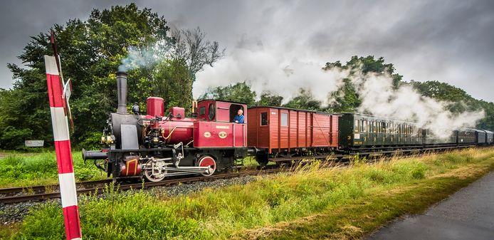 Sinds deze woensdag mag het weer, zolang 1,5 meter afstand wordt gehouden. Door met extra wagons te rijden, kan het Museum BuurtSpoorweg 100 passagiers per rit vervoeren.