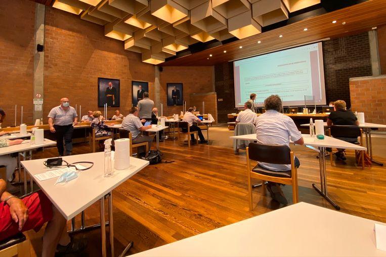 De raadzaal van GAC Steenberg zag er net een beetje anders uit voor de eerste fysieke Corona-gemeenteraad.