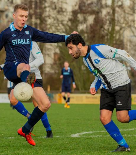 ESA blijft meedoen in titelstrijd 3A; jeugdspeler Frohling en Bloois uitblinkers bij DVOV
