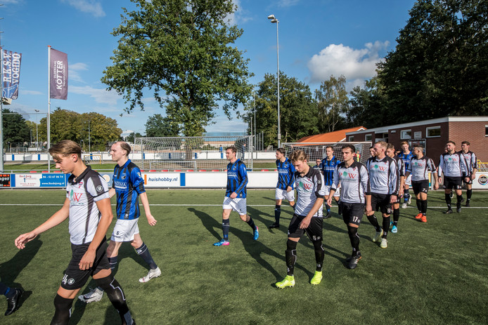 Twee Enschedese clubs kwamen elkaar in de voorbereiding tegen in de beker: Vogido en Sparta. Dit seizoen wisselden meerdere spelers onderling van club.
