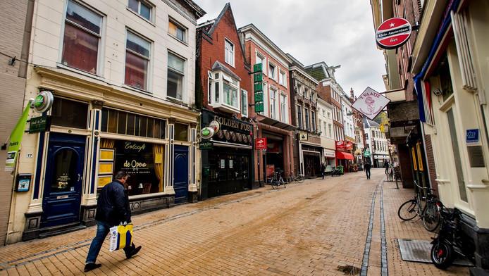 De uitgaansstraat van Groningen, de Poelestraat.
