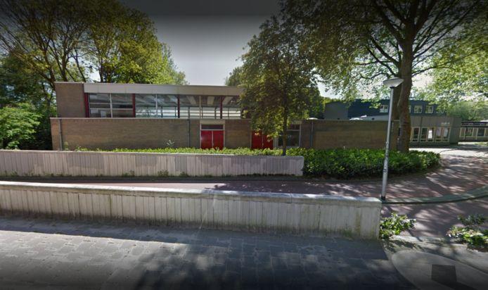 De gymzaal aan de Cederstraat, in gebruik bij badmintonvereniging Het Wufte Veertje, komt niet in aanmerking voor verduurzaming.