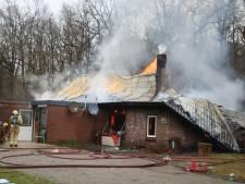 21 woningen zonder stroom na uitslaande brand bij Hulshorst