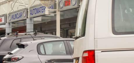 Onenigheid in winkel op Van Oldenbarneveltplein mondt uit in steekpartij