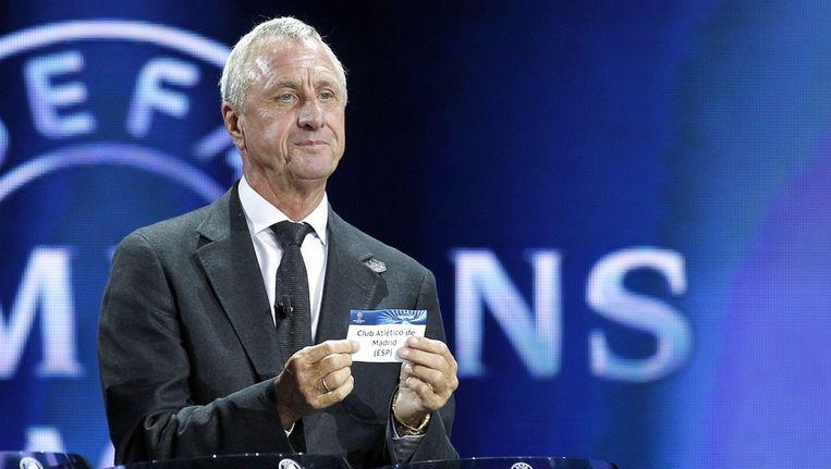 Cruijff bij de loting van de Champions League. Beeld epa