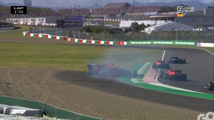 Kijk hier hoe Leclerc Verstappen eraf tikt in eerste ronde