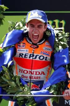 Márquez ontwijkt chaos en wint in Catalonië