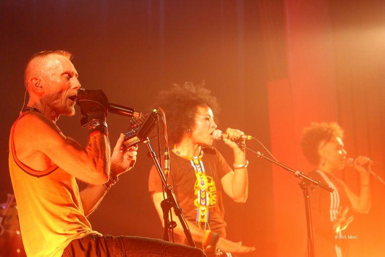 De Britse band Stereo MC's kreeg het publiek zonder problemen aan het dansen.