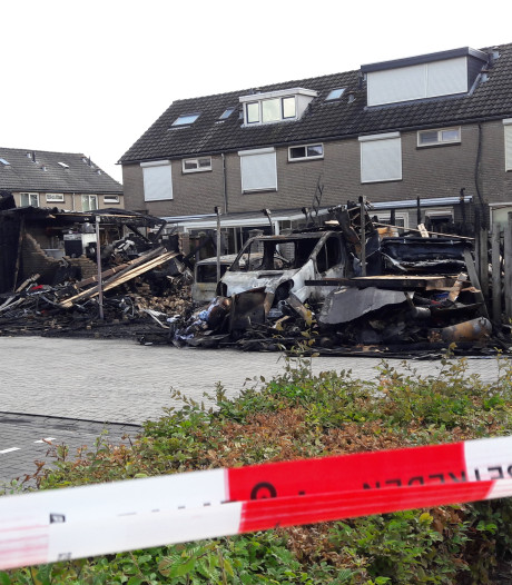 Brand die zes garages in Veghel in de as legde, is aangestoken