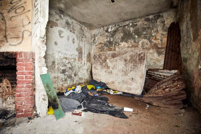 Stillevens in Hoekse bunkers die niets aan de verbeelding overlaten.
