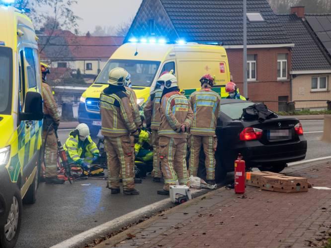 """Porsche-bestuurder (66) rijdt onder invloed frontaal in op BMW in Wetteren: vrouw levensgevaarlijk gewond. """"Man is mogelijk nog bij andere ongevallen betrokken"""""""