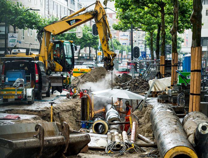 Werkzaamheden aan de stadsverwarming in Rotterdam. Ook Bospolder-Tussendijken krijgt stadsverwarming.