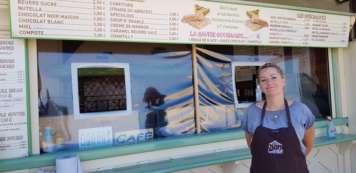 Mylène verkoopt crêpes en ijsjes aan het strand van Trouville. ,,We hebben nauwelijks werk.''