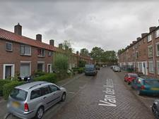 Arrestant vernielt ruit politiewagen in Zutphen