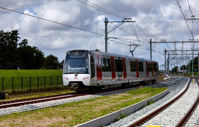 Als de metro's op de Hoekse Lijn in februari gaan rijden, kunnen reizigers ongemerkt het perron oplopen.